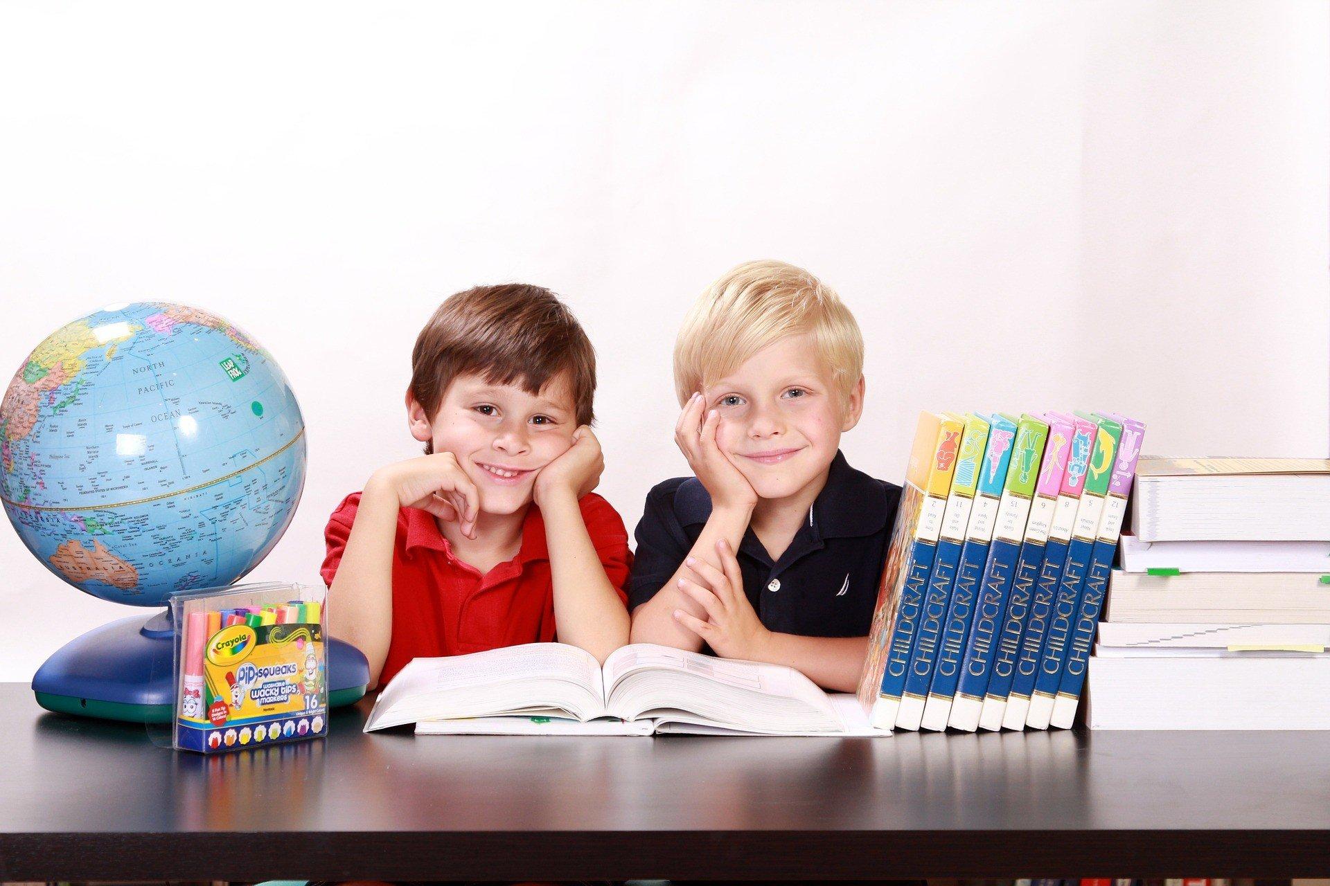 boys 286245 1920   ✅ Cuentos Personalizados para la profesora